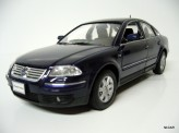 WELLY 1:24 Volkswagen Passat Sedan